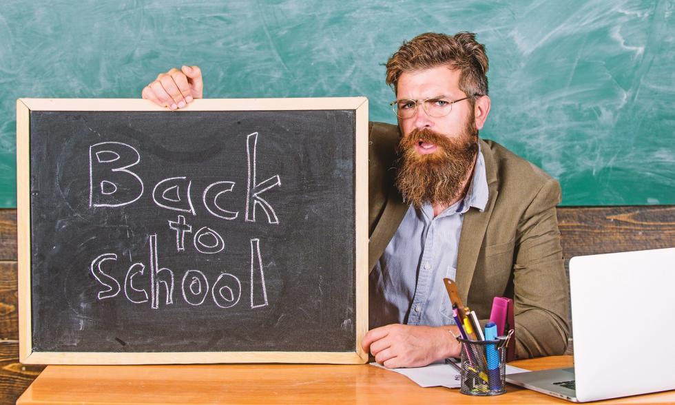Rechtschreibung-quiz-Lehrer-mit-Tafel