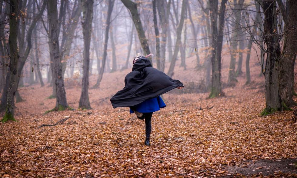 Fersengeld-geben-Mädchen-rennt