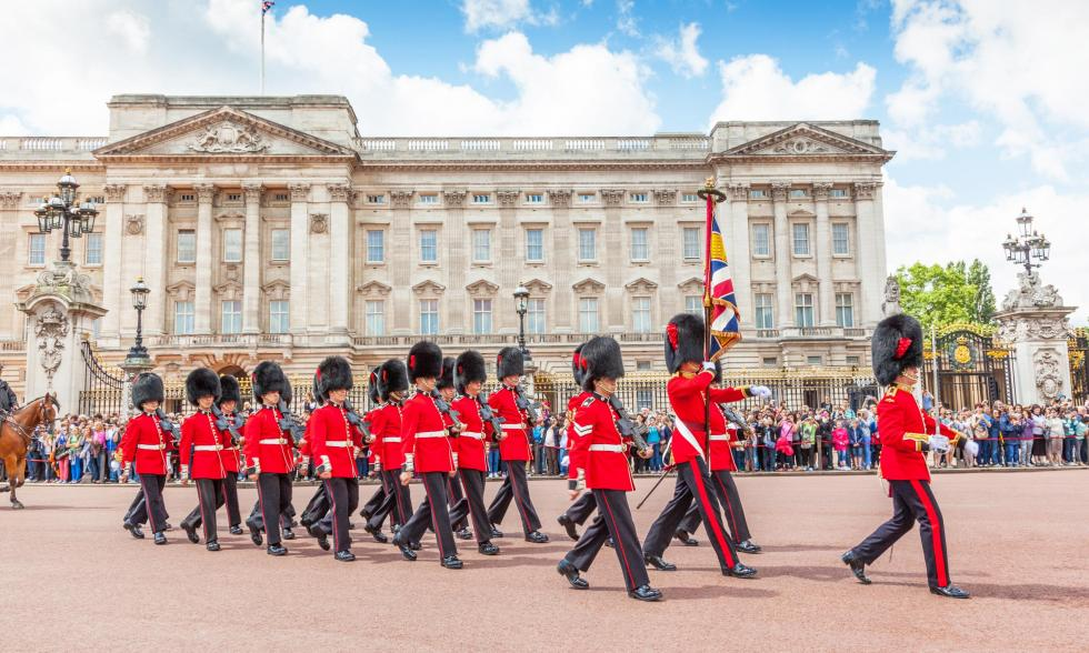 Beefeater-vor-Buckingham-Palace